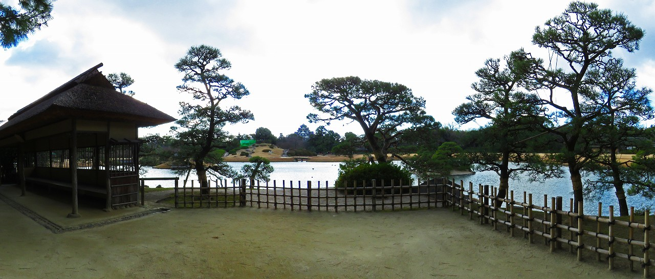 20170114 後楽園今日の観光定番位置から眺めた寒そうな園内ワイド風景 (1)