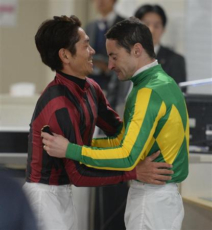 【競馬】ルメールって有馬勝った事あるのになんで今日の勝利インタビューの時泣いたの?