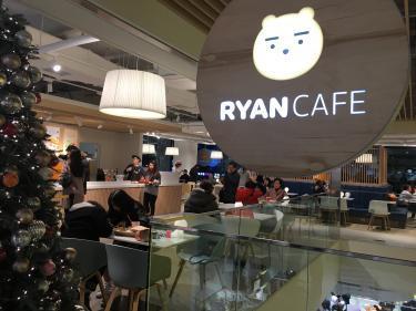 なんとライアンのカフェまで・・・