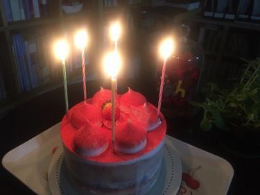 ケーキでささやかにお祝い。