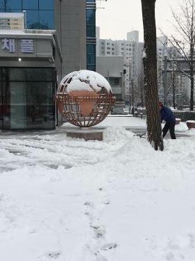 雪国化するソウル。