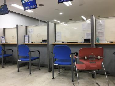 出入国管理事務所。朝一でやってきました。