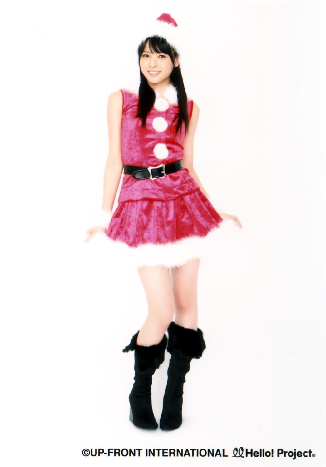 PINKのノースリーブ&ミニスカートのクリスマスウェアー 矢島舞美