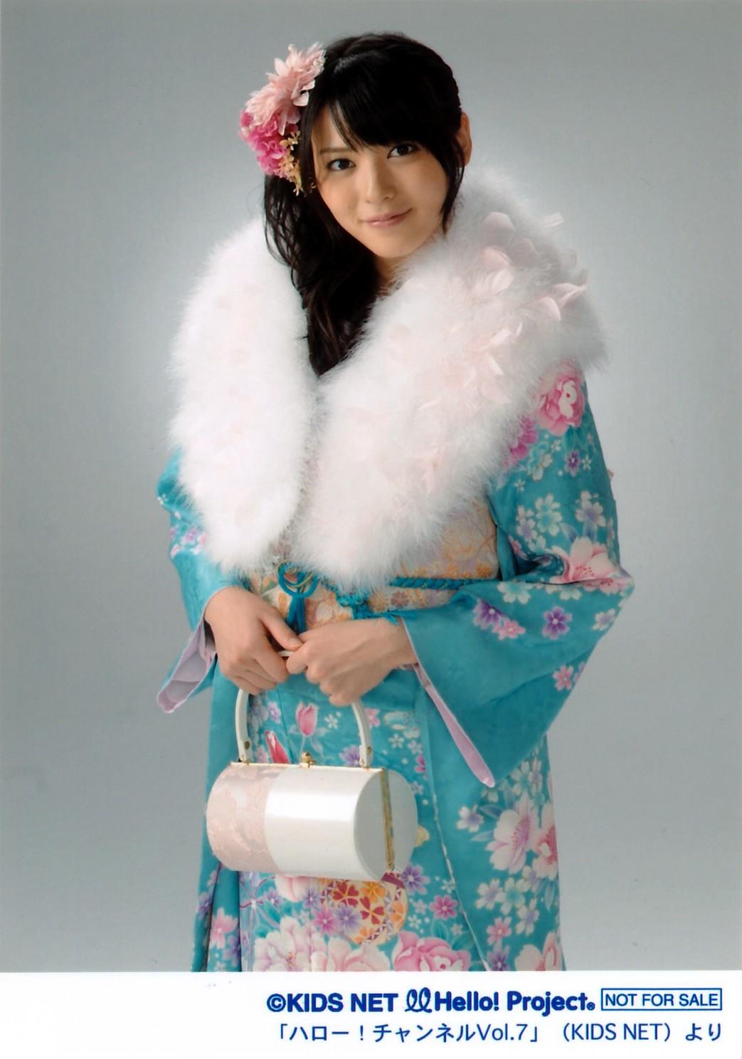 PINKのお花の髪飾り 青地に花柄の晴れ着 矢島舞美 2