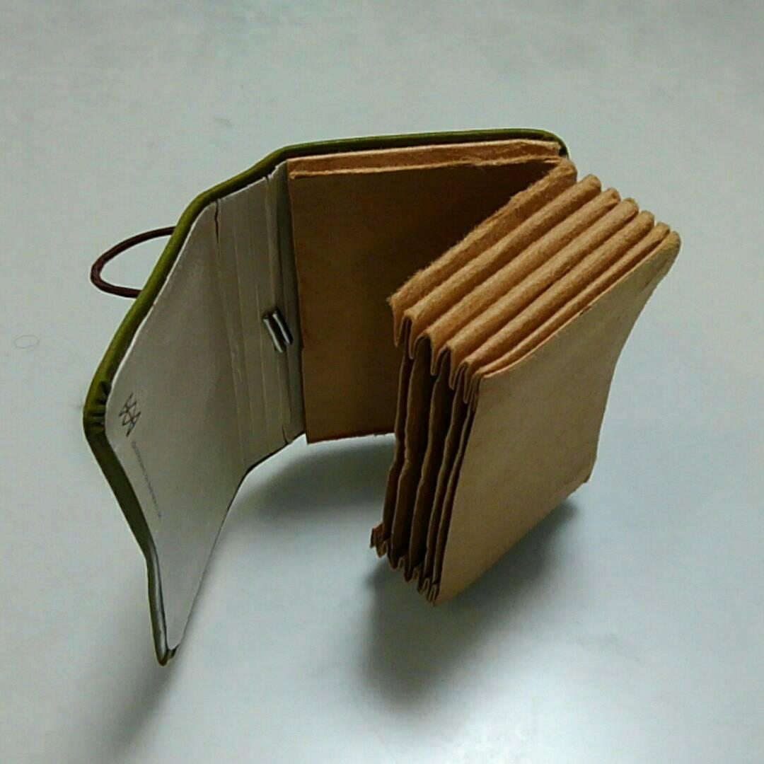 壊れたカードケース