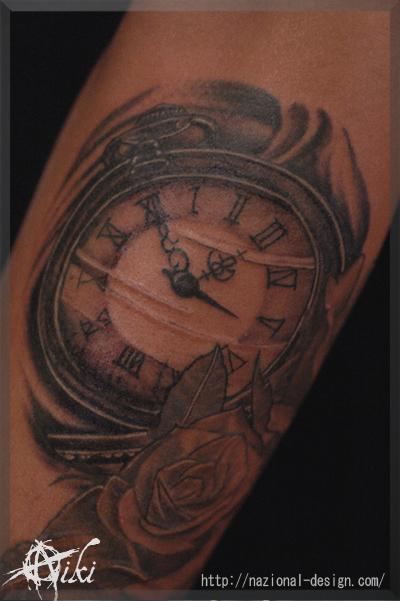 20161126 名古屋 新栄 栄 大須 tattoo タトゥー スタジオ NazionalDesign ピアス ピアッシング ボディピアス 懐中時計 時計 ブラックアンドグレー 腕 手