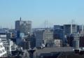 神奈川県警本庁舎とベイブリッジ
