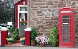 phone-booth-1026158_1920.jpg