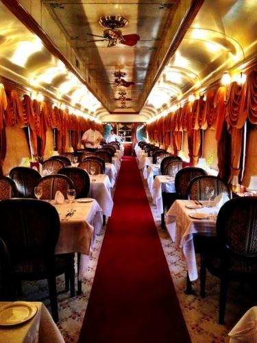 Train Suite-食堂車