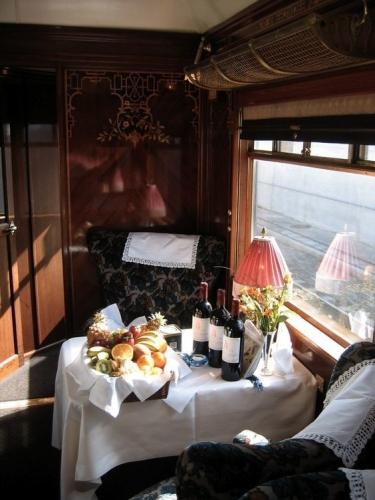 Train Suite-teble_lunch