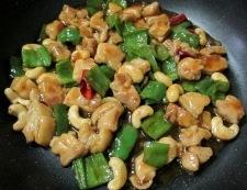 鶏もも肉とカシューナッツの炒め物 調理⑥