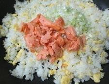 鮭とレタスのオイスターソース炒飯 調理④