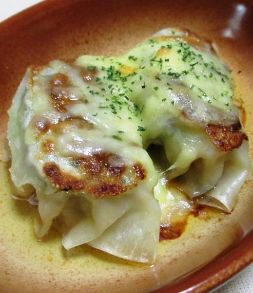 餃子のチーズ焼き 大