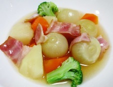 ベーコンと玉ねぎのコンソメスープ煮 調理⑥