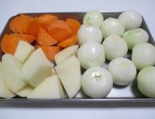 ベーコンと玉ねぎのコンソメスープ煮 調理①