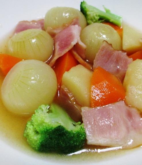 ベーコンと玉ねぎのコンソメスープ煮 大