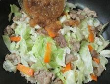 キャベツと豚こまのおろしにんごソース炒め 調理⑤