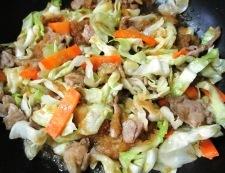 キャベツと豚こまのおろしにんごソース炒め 調理⑥