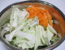 キャベツと豚こまのおろしにんごソース炒め 調理①