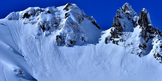 岩峰とデブリ
