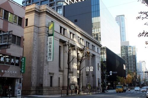0183:三井住友銀行大阪中央支店 堺筋より
