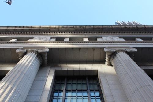 0183:三井住友銀行大阪中央支店 オーダーを真下から