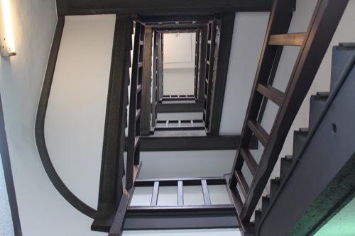 0184:新井ビル 螺旋階段①