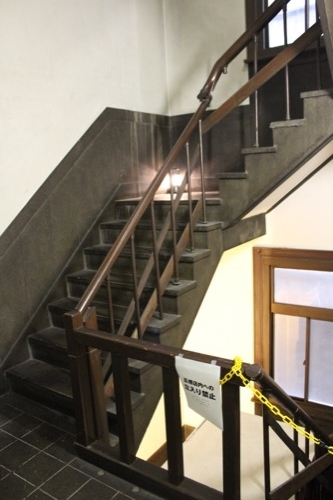 0184:新井ビル 裏側の階段①