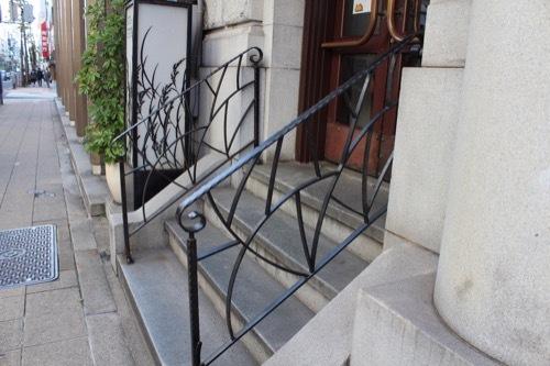 0184:新井ビル GOKAN入口の階段手すり