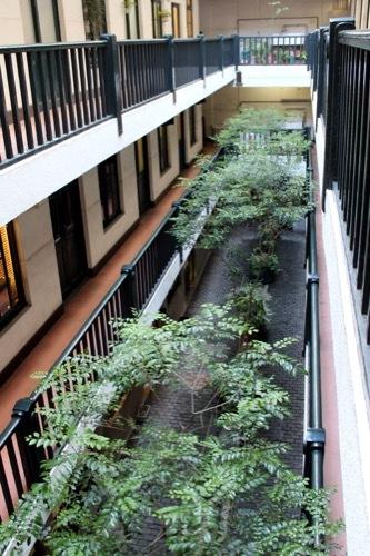 0188:船場ビルディング 3階から中庭を見下ろす