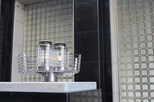 0192:大阪ガスビル 北側入口に設けられたガス灯