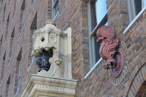 0196:ダイビル本館 庇より上部分の装飾③