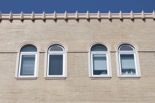 0201:和歌山県本庁舎 アーチ窓と上の装飾