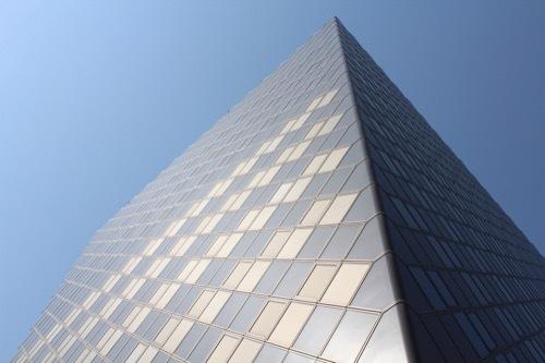 0202:和歌山県庁南別館 ファサードを下側から①