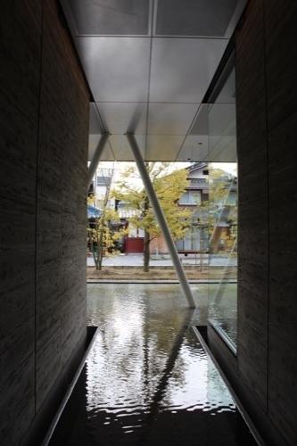 0205:ヤンマーミュージアム ガラスから外を②
