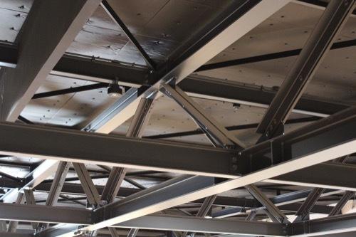 0205:ヤンマーミュージアム 展示室の天井トラス