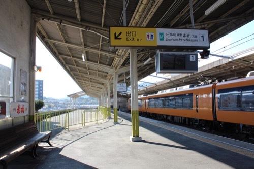 0209:近鉄宇治山田駅舎 駅構内のバス乗り場①