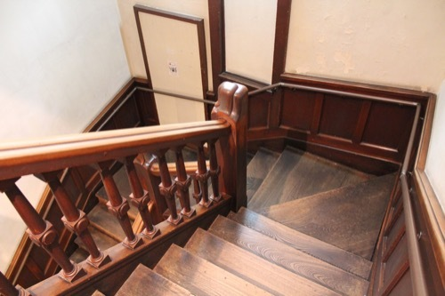 0220:SACRAビル 階段①