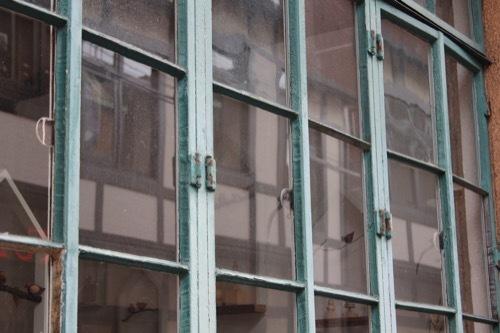 0221:1928ビル 御幸町通側のガラス窓