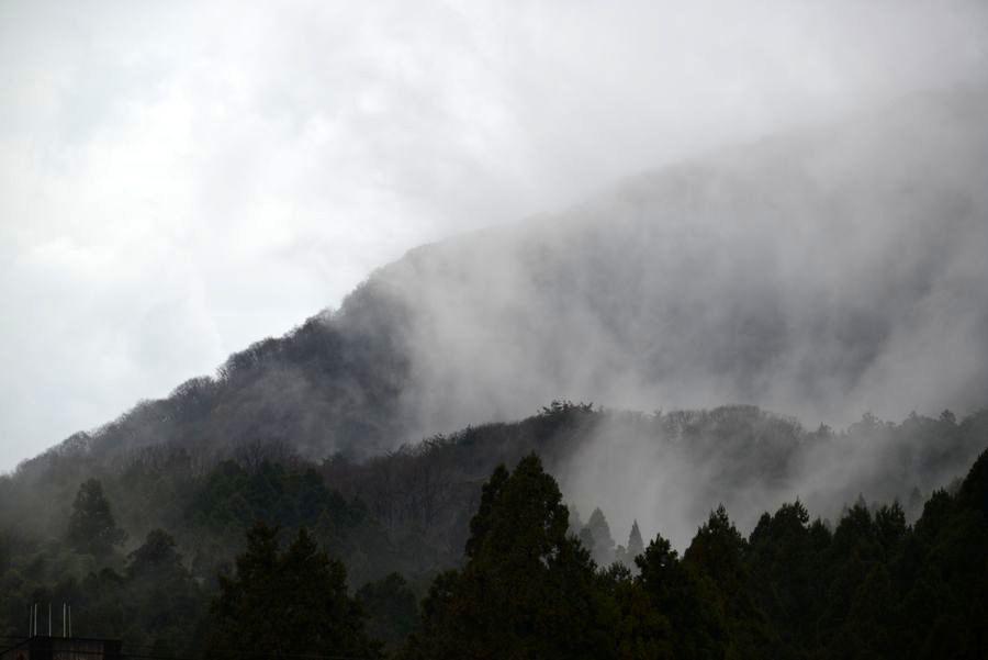 雲が湧く-2