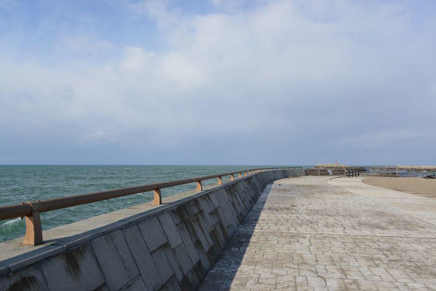 冬の晴れ間 突堤-1