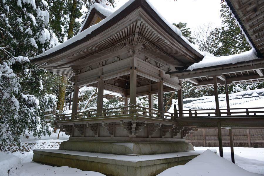 雪の神社-5