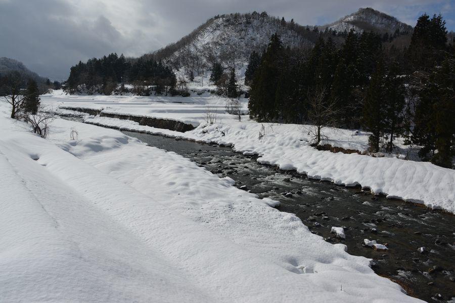 雪の守門川-2