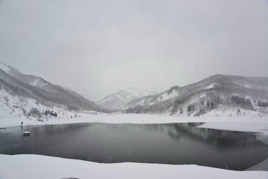 雪のダム湖-1