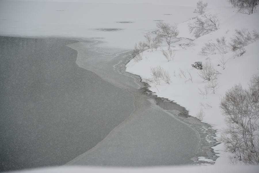 雪のダム湖-3