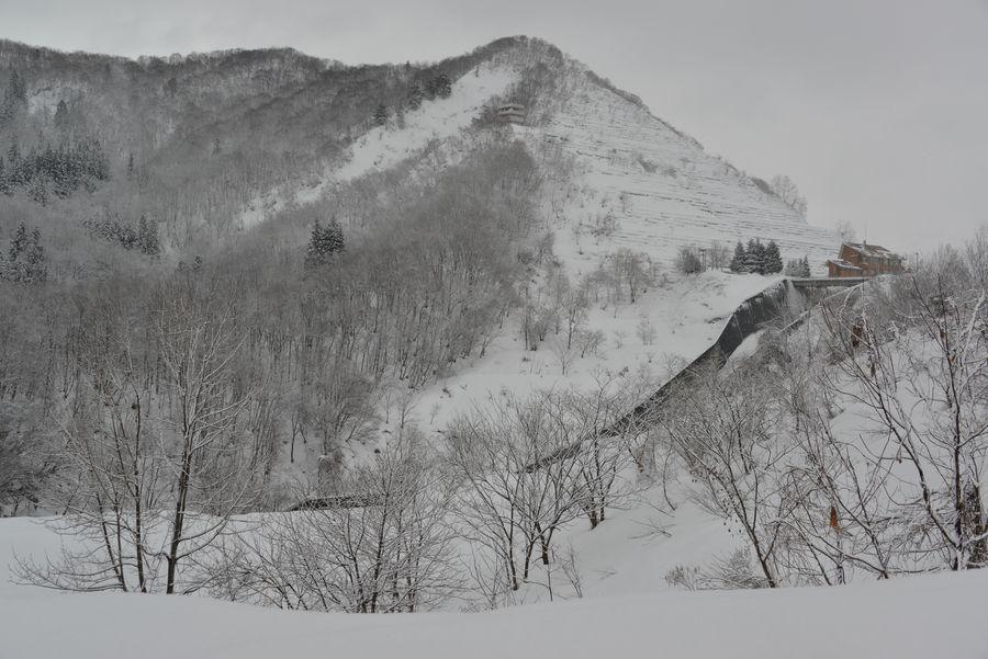 雪のダム湖-4