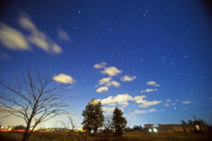 昇る冬の星々