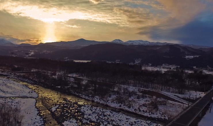 日没の河川敷