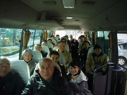 バスの中で、ハイ、チーズ!