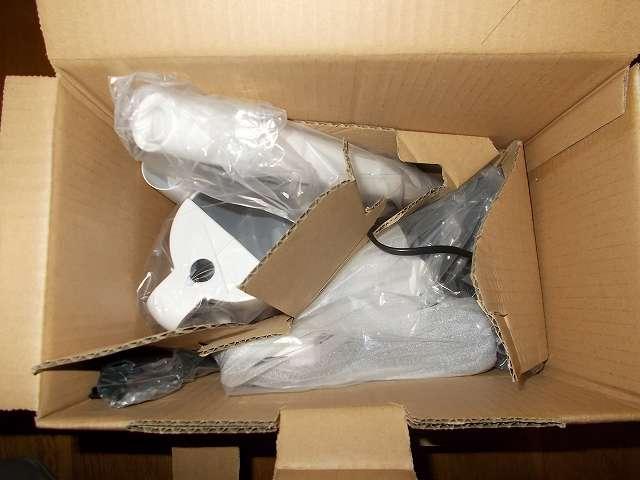 ツインバード TWINBIRD サイクロンスティック型クリーナー ホワイト TC-EA17W 開封、掃除機本体、すき間ノズル、ハンドル、パイプ+すき間ノズルホルダー、床用吸込口
